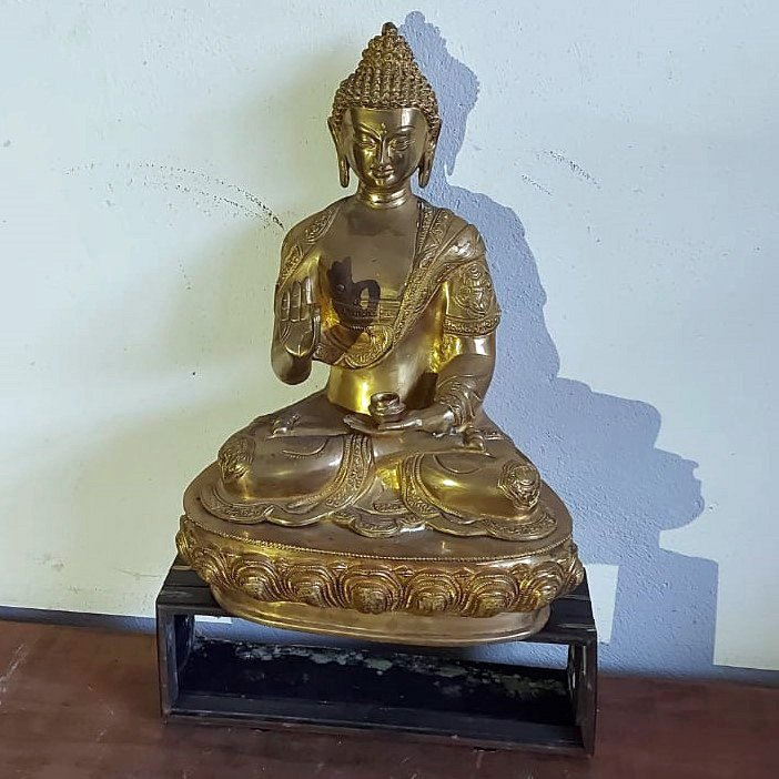 18 inched gilded in gold brass buddha price 425 euro.jpg