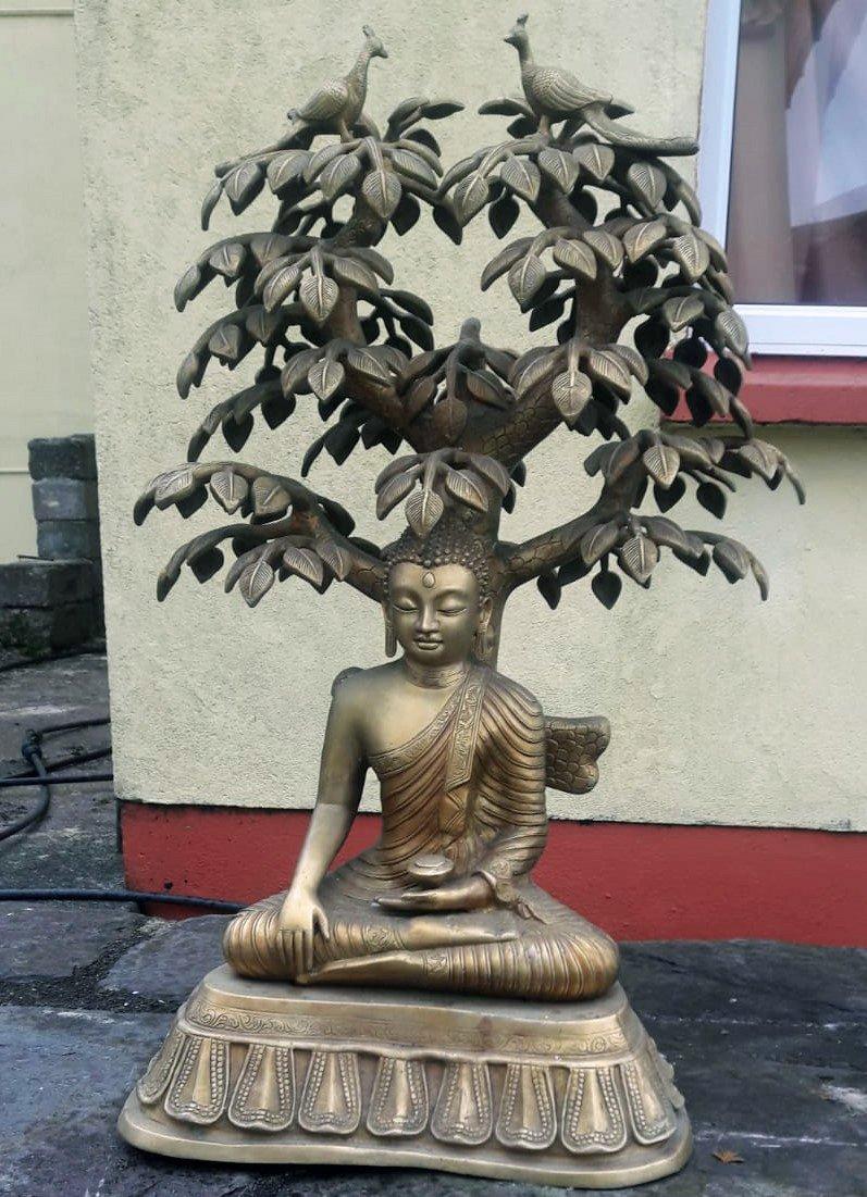 Buddha statue in brass 39 kilos price 1200 euro height 32 inches