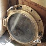Ships-Brass-Porthole-with-3-dogs-Vintage-Authentic-Brass-3-dog-Porthole